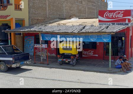 A small Bar or Bodega on the side of the road in the small Fishing Town of La Cruz on the coast of North West Peru. - Stock Photo