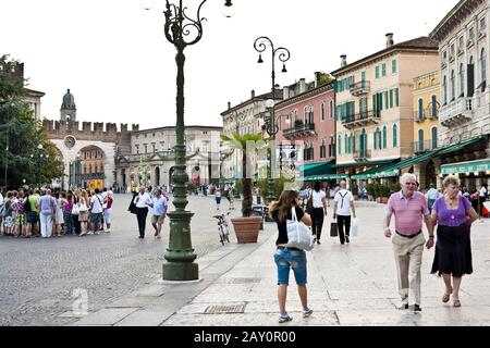 Piazza Bra, Verona, Italien, Europe / Piazza Bra, Verona, Italy, Europe
