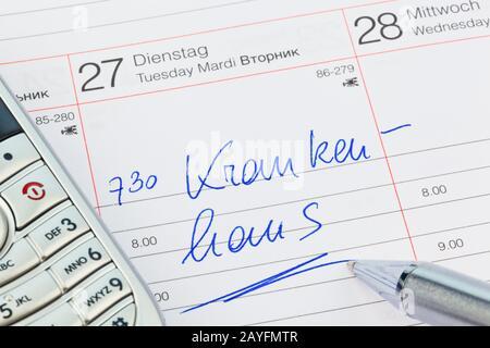 Ein Termin ist in einem Kalender eingetragen: Krankenhaus - Stock Photo