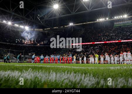 Duesseldorf, Germany, Merkur Spielarena, 15th Feb 2020: Inlet of the players during the first Bundesliga match Fortuna Duesseldorf vs. Borussia Mšnchengladbach in the season 2019/2020.  DFL regulations prohibit any use of photographs as image sequences and/or quasi-video. Credit: Mika Volkmann/Alamy Live News - Stock Photo