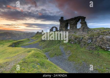 Sunset over Castell Dinas Bran near Llangollen. - Stock Photo