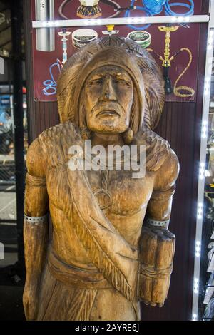 'Cigar Store Indian' outside a smoking parlor in midtown Manhattan, New York City. - Stock Photo