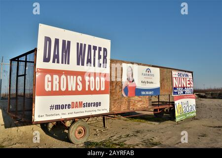 Signs about building dams for water storage and growing food to eat Devin Nunes district of California drought political US Congressman from Visalia - Stock Photo