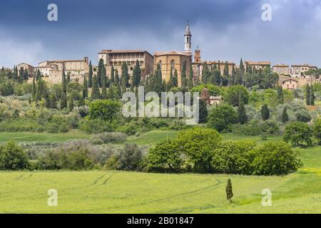 View on Pienza, a town and comune in the province of Siena, in the Val d'Orcia in Tuscany, central Italy. - Stock Photo