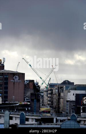 Glasgow, Scotland, UK. 18th February 2020.  After a week of being battered by Storm Dennis and Ciara people in Glasgow get back to the outdoors. Credit: Chris McNulty/Alamy Live News - Stock Photo