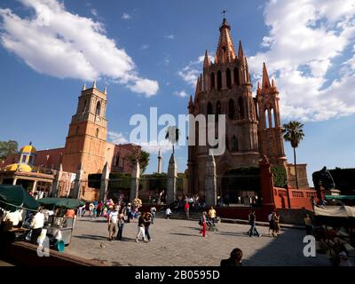 Tourists in front a church, La Parroquia de San Miguel Arcangel Church, El Jardin, San Miguel de Allende, Guanajuato, Mexico - Stock Photo