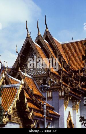 THAILAND, BANGKOK, MARBLE TEMPLE, (WAT BENCHAMABOPIT) PEDIMENT & ROOF ARCHITECTURE - Stock Photo