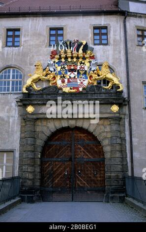 GERMANY, TORGAU, HARTENFELS CASTLE, ENTRANCE GATE WITH COAT OF ARMS - Stock Photo