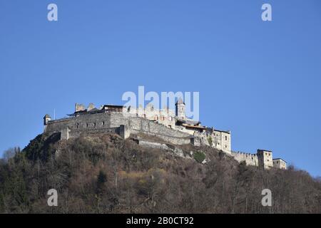 Burg Landskron, Landskron, Kärnten, Villach, Burg, Burgruine, Turm, Festung, Felsenburg, Ossiacher Tauern, Grad Vajškra, Mittelalter, Arena, Höhenburg - Stock Photo