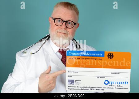 KOELN, GERMANY 2018-04-17 Organ Donation Card published by: Federal Center for Health Education (BZgA) in Germany - Stock Photo