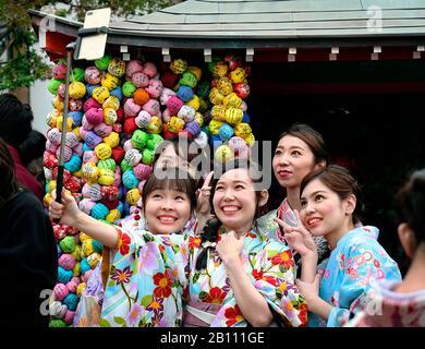 Japan, Honshu island, Kansai, Kyoto, young women in kimono.