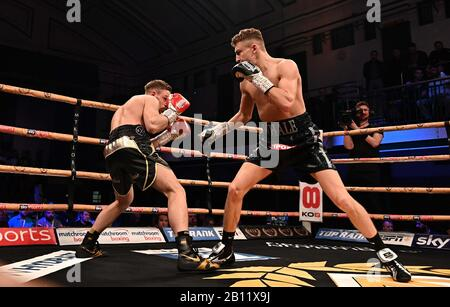 Bethnal Green, United Kingdom. 21st Feb, 2020. Elliot Whale (right) and Lee Hallett. Preliminary bout 2. MTK Golden contract boxing semi finals. York Hall. Bethnal Green. London. UK. Credit Garry Bowden/Sport in Pictures/Alamy Live News. Credit: Sport In Pictures/Alamy Live News - Stock Photo