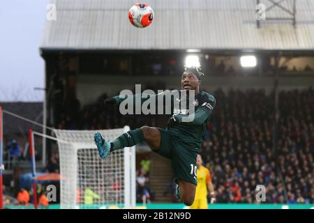 London, UK. 22nd Feb, 2020.Allan Saint-Maximin of Newcastle United jumping for the ball during the Premier League match between Crystal Palace and Newcastle United at Selhurst Park, London on Saturday 22nd February 2020. (Credit: Jacques Feeney | MI News) Photograph may only be used for newspaper and/or magazine editorial purposes, license required for commercial use Credit: MI News & Sport /Alamy Live News - Stock Photo