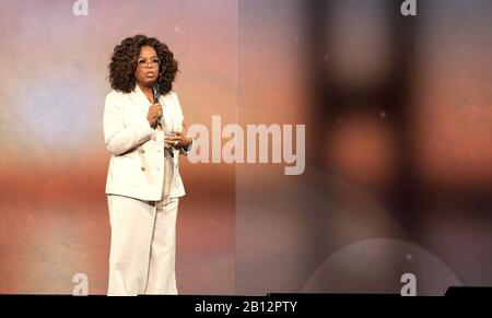 San Francisco, USA. 22nd Feb, 2020. SAN FRANCISCO, CALIFORNIA - FEBRUARY 22: Oprah Winfrey speaks onstage during 'Oprah's 2020 Vision: Your Life in Focus' tour at Chase Center on February 22, 2020 in San Francisco, California. Credit: Imagespace/Alamy Live News - Stock Photo