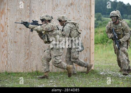 U.S. Soldiers with Bravo Company, 1st Battalion, 8th Infantry Regiment, 3rd Armored Brigade Combat Team, 4th Infantry Division, engage buildings during the battalion's combined arms live-fire exercise at the 7th Army Training Command's Grafenwoehr Training Area, Germany, Aug. 18, 2017. (U.S. Army photo by Visual Information Specialist Gertrud Zach) - Stock Photo