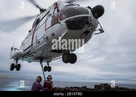 170320-N-ZL062-742 EAST CHINA SEA (March 20, 2017) Sailors attach cargo to an SA-330J Puma helicopter, assigned to the Military Sealift Command dry cargo and ammunition ship USNS Richard E. Byrd (T-AKE 4), on the flight deck of the amphibious transport dock ship USS Green Bay (LPD 20) during a vertical replenishment. Green Bay, part of the Bonhomme Richard Expeditionary Strike Group, with embarked 31st Marine Expeditionary Unit, is on a routine patrol, operating in the Indo-Asia-Pacific region to enhance warfighting readiness and posture forward as a ready-response force for any type of contin - Stock Photo