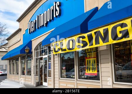 Feb 21, 2020 Redwood City / CA / USA - Pier 1 Import store; Pier 1 Imports Inc., an American retailer specializing in imported home furnishings and de - Stock Photo