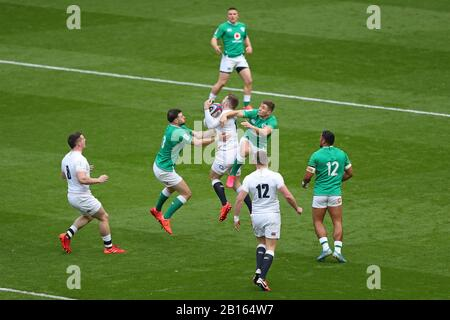 London, UK. 23rd Feb 2020. Elliott Daly of England catches the ball during Guinness Six Nations between England and Ireland at Twickenham Stadium, London, England on 23 February (Photo by Mitchell Gunn/Espa-Images) Credit: European Sports Photographic Agency/Alamy Live News - Stock Photo