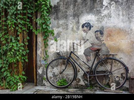 Penang, Malaysia. 02nd Dec, 2019. Street art - the bicycle. Credit: Damian Gollnisch/dpa-Zentralbild/ZB/dpa/Alamy Live News - Stock Photo