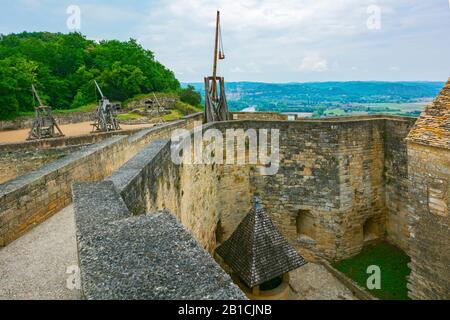 France, Dordogne, Château de Castelnaud-la-Chapelle, castle walls, trebuchet (catapult) exhibit - Stock Photo