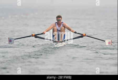 Shunyi, CHINA. GBR M1X Alan CAMPBELL, moves away from the start of his heat in the men's single scull at the 2008 Olympic Regatta,  Saturday, 09.08.2008  [Mandatory Credit: Peter SPURRIER, Intersport Images] - Stock Photo