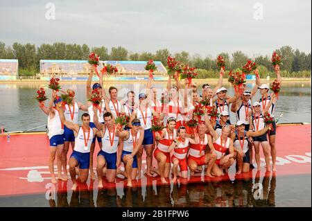 Shunyi, CHINA. Medal Presentation.  Men's Eights.   left Silver medalist GBR M8+ centre Gold medalist CAN M8+ and right USA M8+ bronze medalist. 2008 Olympic Regatta, Shunyi Rowing Course.  Sun 17.08.2008.  [Mandatory Credit: Peter SPURRIER, Intersport Images], GBR M8+ Silver Medaliist, PARTRIDGE Alex, STALLARD Tom, LUCY Tom, EGINGTON Richard, WEST Josh, HEATHCOTE  Alastair, LANGRIDGE  Matt, SMITH Colin, NETHERCOTT Acer, - Stock Photo
