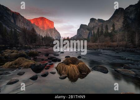 View from Valley View at Yosemite National Park. At the left side 'El Capitan' dome and at the right side Cathedral Rocks. In California. Stock Photo
