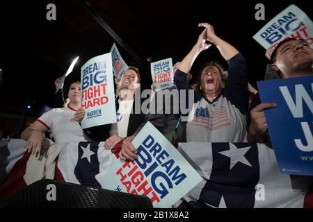 San Antonio, Usa . 27th Feb, 2020. San Antonio, TX USA Feb. 27, 2020: Fans cheer as Democratic presidential candidate Elizabeth Warren speaks to Texans at Sunset Station downtown San Antonio five days before the crucial Super Tuesday primaries including in Texas. Warren attacked front runner Bernie Sanders while making her case to Texas voters. Credit: Bob Daemmrich/Alamy Live News - Stock Photo