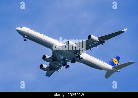 Feb 19, 2020 San Francisco / CA / USA - Lufthansa aircraft preparing for landing; Deutsche Lufthansa AG, commonly known as Lufthansa, is the flag carr - Stock Photo