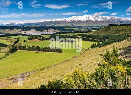 Rakaia River valley, Mount Hutt range, Southern Alps, from Rakaia Gorge Road (SH 77), near Methven, Canterbury Region, South Island, New Zealand