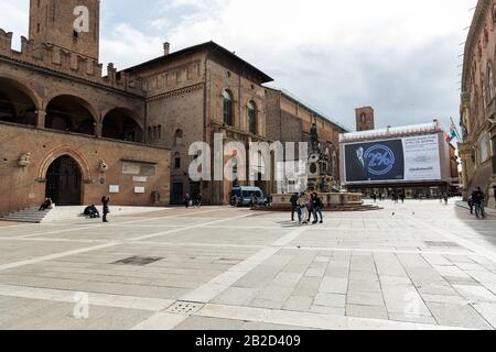 Bologna, Italy. 02nd Mar, 2020. Residents and tourists walk in a little more populated 'Piazza Maggiore' square despite the fear of most residents to leave their houses due to the Corona Virus on March 02, 2020 in Bologna, Italy. Credit: Massimiliano Donati/Alamy Live News - Stock Photo