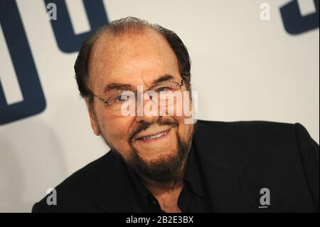 Manhattan, United States Of America. 15th Dec, 2015. NEW YORK, NY - DECEMBER 13: JAMES LIPTON attends the premiere of 'Joy' at the Ziegfeld Theater on December 13, 2015 in New York City. People: JAMES LIPTON Credit: Storms Media Group/Alamy Live News - Stock Photo