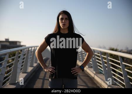 Front view woman ready to run looking at the camera - Stock Photo