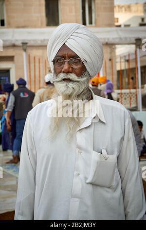 typical Sikh man with turban and beard in Shish Ganj Gurudwara Sikh Temple  in Old Delhi, Delhi, India - Stock Photo