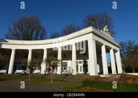 Wandelhalle, Kurpark, Bad Oeynhausen, Nordrhein-Westfalen, Deutschland - Stock Photo