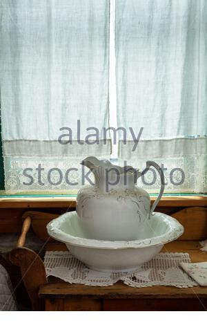 old fashioned wash basin and jug Ontario Canada - Stock Photo
