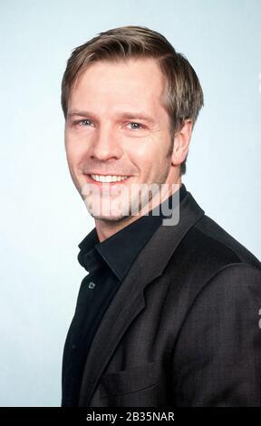 Deutscher Schauspieler DIRK MIRAU in FIEBER - ÄRZTE FÜR DAS LEBEN, Deutschland 1999. German actor DIRK MIRAU in FIEBER - ÄRZTE FÜR DAS LEBEN, Germany 1999. - Stock Photo