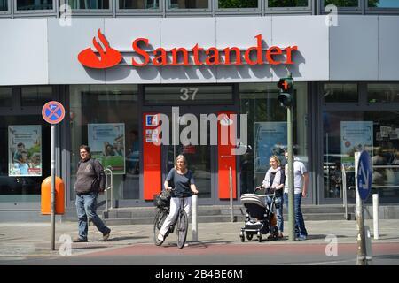 Santander Bank Budapester Strasse Charlottenburg Berlin Deutschland Stock Photo Alamy