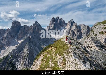 Misurina, Auronzo di Cadore, Belluno province, Veneto, Italy. Climbers on the way on the via ferrata 'Bonacossa' in the cadini group - Stock Photo