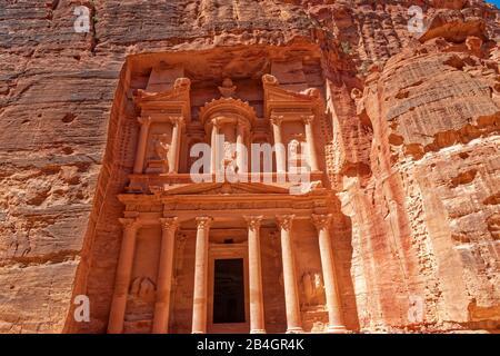 Jordan, Al-Khazneh, the treasure house in the rock city Petra