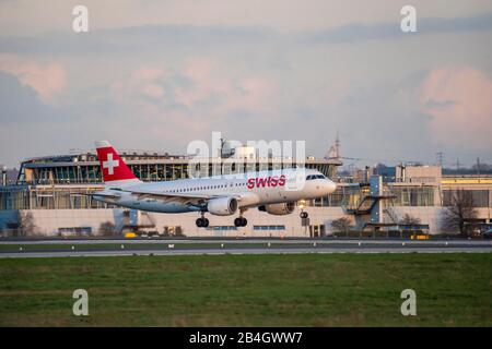 DŸsseldorf International Airport, DUS, aircraft on landing, SWISS, Airbus,