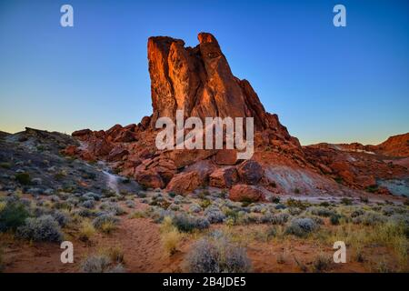 USA, United States of America, Nevada, Valley of Fire, National Park, Fire Wave Trail, Sierra Nevada, California - Stock Photo