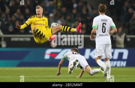 firo: 07.03.2020, Fuvuball, 2019/2020, 1.Bundesliga: Borussia Mv? nchengladbach, Gladbach, Borussia Monchengladbach - BVB Borussia Dortmund duels Erling Haaland versus Matthias Ginter | usage worldwide - Stock Photo