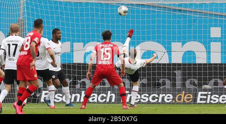 firo: 07.03.2020, Fuvuball, 2019/2020, 1.Bundesliga: Bayer Leverkusen - Eintracht Frankfurt 4: 0 Martin Hinteregger, fallback on the goalline line, prevents further loss | usage worldwide - Stock Photo