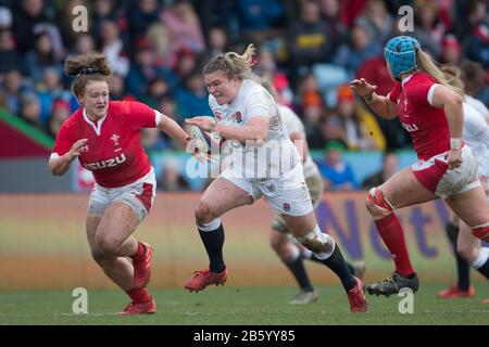 London, UK. 07th Mar, 2020. Sarah Bern (England, 18) is trying to make a breakthrough. On the left Lauren Smyth (Wales, 23), on the right Gwen Crabb (Wales, 19) comes to the rescue. Fourth matchday of the Women's Six Nations 2020 rugby tournament; England - Wales on 7 March 2020 in London. Credit: Jürgen Kessler/dpa/Alamy Live News - Stock Photo