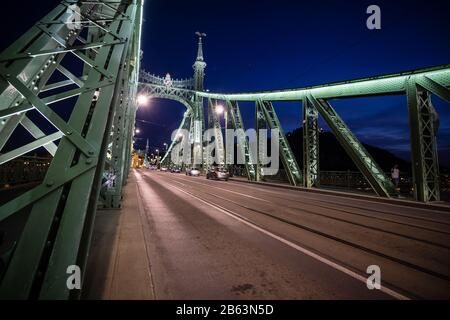 Night view of the Liberty Bridge in Budapest, Hungary. - Stock Photo