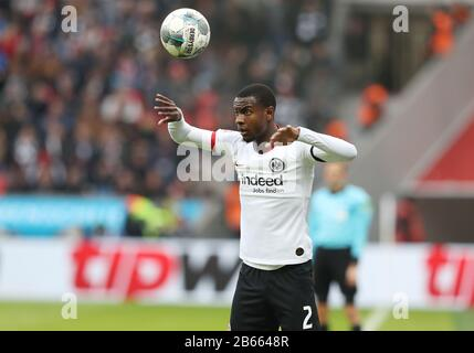 firo: 07.03.2020, Fuvuball, 2019/2020, 1.Bundesliga: Bayer Leverkusen - Eintracht Frankfurt 4: 0 Evan N'Dicka, throw-in | usage worldwide - Stock Photo