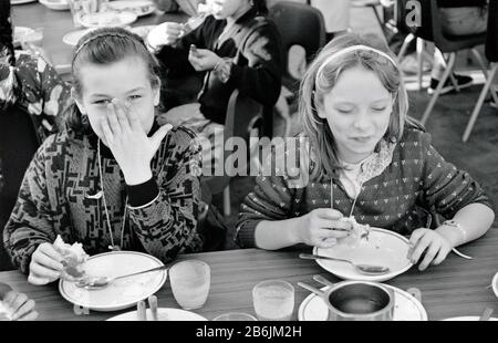 Primary school dinner Stanley school, Nottingham UK 1986 - Stock Photo
