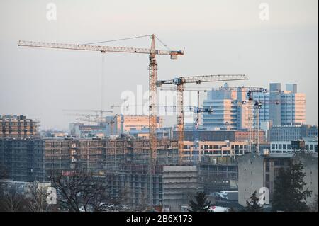 04 March 2020, Berlin: Blocks of flats under construction. The Federal Constitutional Court has rejected an urgent application by landlords against the Berlin rent cap. (to 'Karlsruhe rejects emergency application against Berlin rent cap') Photo: Frank May/dpa