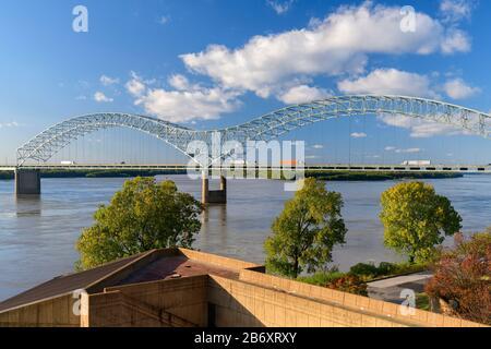 USA,Deep South,  Tennessee, Memphis, Mississippi river bridge
